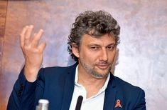 The German opera singer went to Vienna Konzerthaus where he is. At the beginning of the month, Jonas Kaufmann also gave the cult Revolutionary Andrea Chénier to the State Opera, now Bayer sings his ne Jonas Kaufmann, Opera Singers, Revolutionaries, Day, Music, Youtube, Image, Google, Classical Music