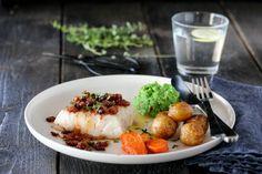 TORSK MED BACONSMØR OG ERTEPURE | TRINES MATBLOGG Baked Potato, Meal Planning, Bacon, Mango, Food And Drink, Gluten Free, Beef, Fish, Chili
