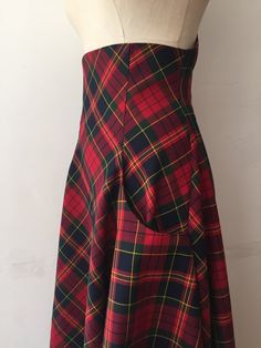 Clothes Image of Tartan waterfall skirt - Stunning tartan high waisted waterfall hem skirt for maximum impact and a show stopping look. Team with matching matador jacket and complete the. Midi Skirt Outfit Casual, Denim Skirt Outfits, 1950s Fashion Dresses, 1950s Outfits, Tartan Clothing, Beautiful Outfits, Cute Outfits, Cute Fashion, Clothes