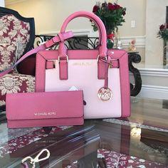 Stylish Handbags, Mk Handbags, Handbags Michael Kors, Fashion Handbags, Purses And Handbags, Fashion Bags, Runway Fashion, Style Fashion, Fashion Trends
