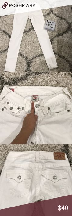 "TRUE RELIGION ""Jodie"" size 26 white jeans White True Religion jeans , standard 5 pockets . Flapped back pockets . Great condition only has a very little stain , see pic for more details ! True Religion Jeans Skinny"