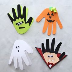 HALLOWEEN HANDPRINT CARDS - these are toI . Make a pumpkin, ghost, frankenstein and vampire. So easy to do and makes an adorable Halloween card for kids to make. Easy Halloween Crafts for kids of all ages - perfect for preschoolers! Dulceros Halloween, Halloween Arts And Crafts, Halloween Crafts For Toddlers, Halloween Cards, Toddler Crafts, Fall Crafts, Holiday Crafts, Halloween Decorations, Halloween Treats