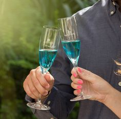 Fratelli Saraceni Blumond - Italian Blue Sparkling Wine with a refreshing natural peach flavor #SaraceniWines #BlueWine #LiveInBlue