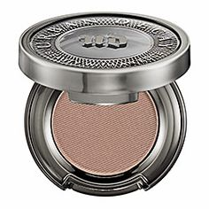My everyday eyeshadow in Naked- lasts great and looks natural/ Urban Decay - Eyeshadow