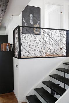 När jag var hemma och lunchade hos Anna Schedin förra veckan fastnade jag för den snygga lösningen till deras trappräcke som hon och hennes kille gjort vid deras halvtrapp intill köket. Med hjälp av m