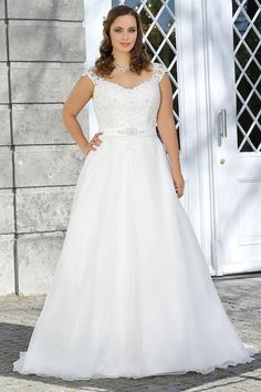 Plus size wedding dress from the 2017 Ladybird collection