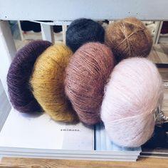 Farvekombination til Sorbet Cardigan i lidt mørkere toner 🌿 hvis bare man havde ledige strikkepinde 😉 Find opskriften i shoppen 👌🏼 . . .… Arm Knitting, Sweater Knitting Patterns, Hand Knitted Sweaters, Knitted Hats, Mohair Yarn, Knitting Accessories, Knit Crochet, Vsco, Instagram