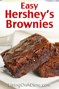 This easy Hershey's brownie recipe has the taste of Hershey's chocolate and makes it super simple to make tasty brownies in a hurry! Who doesn't love the taste of yummy chocolate brownies? Chewy Brownies, Hershey Brownies, Kakao Brownies, Chocolate Hershey, Beste Brownies, Cocoa Brownies, Homemade Brownies, Easy Brownies, Frosted Brownies