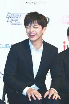His laugh o my god o my god i'll dieeeeeeeee Yongin, Sungjae Btob, Minhyuk, Why Im Single, Drama Fever, My Melody, Korean Artist, Seong, Asian Boys