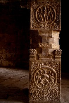 Thanjavur Stone Carving in Temple. Chola Period Patterns.