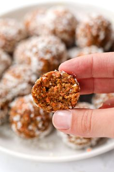 These healthy carrot cake bites remind you of an indulgent slice of cake, but are actually good for you! They're vegan, no-bake and seriously delicious! Healthy Carrot Cakes, Healthy Dessert Recipes, Vegan Snacks, Healthy Baking, Vegan Desserts, Healthy Snacks, Vegan Recipes, Flourless Desserts, Vegan Treats