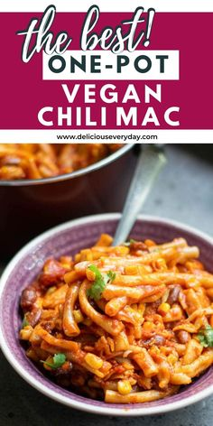 This One-Pot Vegan Chili Mac makes for an easy meal that's packed with flavor! Topped with vegan cheese, this Mexican inspired vegan one pot pasta is perfect for weeknight dinners or cold evenings. Easy Vegan Dinner, Vegetarian Recipes Dinner, Vegan Dinners, Vegan Recipes, Chili Mac Recipe, Vegan Enchiladas, Vegan Chili, Easy Weeknight Meals, Vegan Cheese