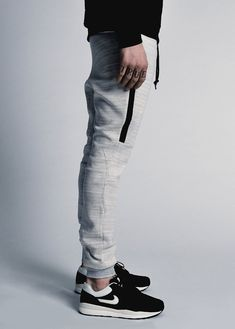 Nike Tech Fleece Pants (via unstablefragments) Sport Fashion, Look Fashion, Mens Fashion, Fashion Outfits, Nike Fashion, Street Fashion, Nike Tech Fleece Pants, Nike Pants, Streetwear