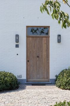 Houten ramen en deuren | Pouleyn Exterior Design, Interior And Exterior, Detail Architecture, House Cladding, Brick And Wood, Front Door Design, Outside Living, Country Style Homes, Entrance Doors