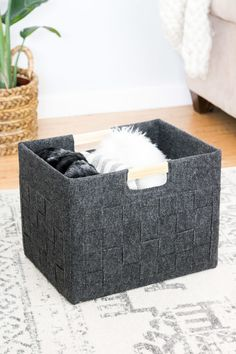 DIY Storage Boxes and Baskets - Ohoh deco Diy Recycled Storage, Recycling Storage, Diy Storage Boxes, Carton Diy, Paint Stirrers, Diy Karton, Cardboard Box Crafts, Cardboard Storage, Licht Box