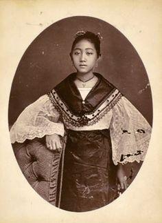Timeless beauty: Twelve historic photos of charming Filipinas Filipino Art, Filipino Culture, Filipino Tribal, Vintage Photographs, Vintage Photos, Philippine Women, Philippine Fashion, Filipino Fashion, Philippines Culture
