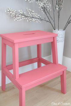 Окрашенный Ikea BEKVAM Шаг стула.  // cleanandscentsible.com