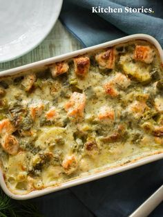 Fischgratin Parsley Potatoes, Sliced Potatoes, Kitchen Stories, Cheeseburger Chowder, Seafood, Food And Drink, Soup, Stuffed Peppers, Eat
