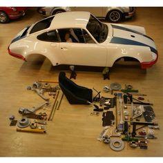 Magnus Walker, work in progress. Porsche Gt2 Rs, Porsche Cars, Ferdinand Porsche, Volkswagen, Porsche Factory, Singer Vehicle Design, Automobile, Vintage Porsche, Abandoned Cars