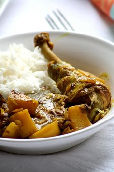 Colombo de poulet me without poulet. J´adore! Carribean Food, Caribbean Recipes, Haitian Food Recipes, Creole Recipes, Exotic Food, International Recipes, Food For Thought, Food Inspiration, Great Recipes