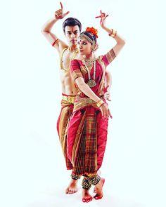 Bharatnatyam Jewellery Isadora Duncan, Folk Dance, Dance Art, Dance Outfits, Dance Dresses, Cultural Dance, Indian Classical Dance, Indian Goddess, Dance Paintings