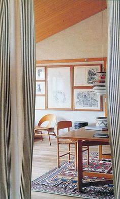 Gordijnen met verticale lijnen verhogen de ruimte.