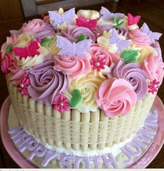 New birthday cake decorating flowers ideas Butterfly Birthday Cakes, New Birthday Cake, Birthday Cake With Flowers, Birthday Cupcakes, Flower Cupcakes, Birthday Ideas, Pretty Cakes, Beautiful Cakes, Amazing Cakes