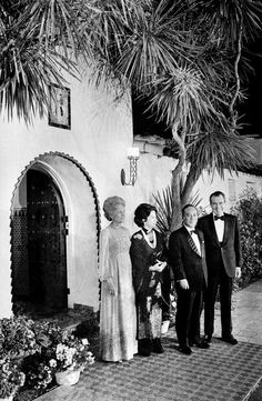 President Richard Nixon and Pat Nixon welcome South Vietnam's President Nguyen Van Thieu and his wife, Nguyen Thi Mai Anh, to a working dinner at the San Clemente home in South Vietnam, Vietnam War, Oceanside California, Vietnam History, San Clemente, Westerns, Presidents, American, Queens