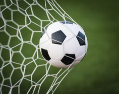 Cómo patear una pelota de fútbol con fuerza | eHow en Español