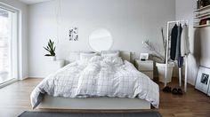 bedroom-white-Finland-aug15