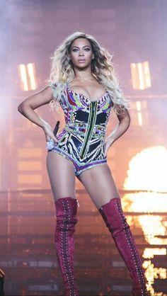 Beyonce The Mrs. Carter Show World Tour At London March 2014 I love Beyonce ♥♥♥ Beyonce Knowles Carter, Beyonce And Jay Z, Beyonce Performance, Beyonce Pictures, Bae, Mrs Carter, Queen B, Blue Ivy, Celebs