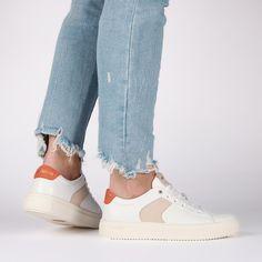 ☀️Stap de zomer in met deze trendy sneaker van Blackstone 😎 Laatste maten! #desplenterschoenen #schoenenwinkel #terneuzen #Hulst #goes #sneakers #leathersneakers #whitesneakers #sneakerlover #blackstonefootwear #blackstonesneaker #genuineleather #springseason #lightweightsneaker #cleandesign #dutchdesign Loafer, Fashion Shoes, Slippers, Spring Summer, Loafers, Penny Loafer, Slipper, Flip Flops, Sandal