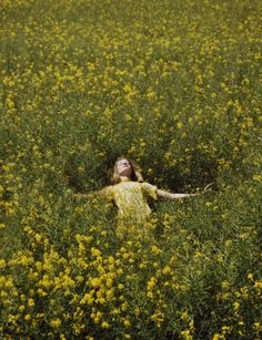 Photos by old Brooklyn-based photographer Olivia Bee. She took a photography class at age and only three years later her work Olivia Bee, Old Dress, Summer Aesthetic, Jolie Photo, Mellow Yellow, Aesthetic Pictures, Pretty, Life, Inspiration
