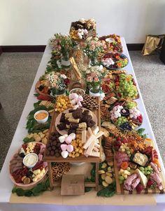 Make the Ultimate Cheese Board in 10 Min - Plus Wine Pairings! Snack Platter, Breakfast Platter, Dessert Platter, Party Food Platters, Cheese Platters, Charcuterie Recipes, Charcuterie Platter, Charcuterie And Cheese Board, Cheese Boards