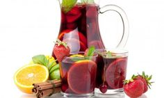 The BEST sangria recipe I've been able to hone to perfection! If you like a sweeter Sangria, use ginger ale in place of club soda. Punch Sangria, Vodka Punch, Berry Sangria, Sangria Fruit, Wine Punch, Sangria Mix, Cocktails Champagne, Sangria Cocktail, Sangria Party