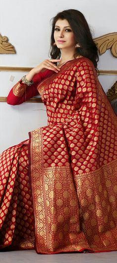 136856 Red and Maroon color family Party Wear Sarees in Banarasi,Silk fabric with Thread work with matching unstitched blouse. Indian Dresses, Indian Outfits, Designer Saree Blouses, Sari Bluse, Banarsi Saree, Silk Saree Kanchipuram, Kanjivaram Sarees, Silk Sarees, Indische Sarees