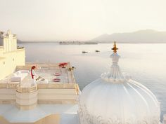 My recent trip to India has inspired me to look at the very best that India has to offer and share the most luxurious stays this breathtaking country enjoys