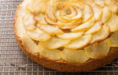 Apple Cake http://www.rodalesorganiclife.com/food/3-classic-fall-desserts-without-all-the-sugar/slide/2