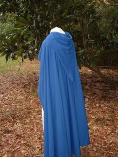 Fellowship Cloak Pattern Website offers lots of instructional details-    I shall make this and wear it everywhere.