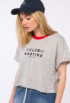 Camiseta mujer crop top Logo posicional club Kaotiko Color Gris, rojo 50% poliester 50% algodón