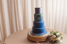 Blue Wedding Cake | BridgeStreet Weddings | Cake: The Cakerie | Florals: HotHouse Designs | Meredith Ryncarz Photography