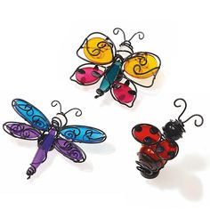 "Décor magnétiques Amis Ailés (P91871)You'll know it's summer when these colourful critters touch down on your favourite jar candle or lantern. Made of glass and wire metal, each bug is backed with both a hook and a magnet. One of each: ladybug, butterfly, dragonfly. 2½""- 3¼"" (6 – 9 cm) l. Pour en voir plus / to see more: www.partylite.biz/francisguay"