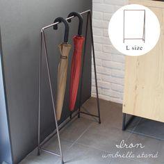 アンブレラハンガー 傘掛け お洒落 傘立て。アイアン アンブレラ スタンド (L) IRON UMBRELLA STAND (L)アイアンの無骨な風合いとシンプルな形が小粋な傘を掛けるタイプの傘立て『送料無料』 Shop Interiors, Wardrobe Rack, Hanger, Interior Design, House Styles, Room, Furniture, Home Decor, Entrance