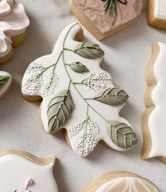 No Bake Sugar Cookies, Flower Sugar Cookies, Leaf Cookies, Fall Cookies, Iced Cookies, Cupcake Cookies, Cookie Frosting, Royal Icing Cookies, Macarons