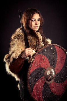 Hervor was among the most famous Viking shieldmaidens. Viking shieldmaiden was the female warrior who was willing to sail their ship through the high ocean and fought just like the Viking men. Viking Warrior Woman, Warrior Girl, Viking Age, Fantasy Warrior, Warrior Women, Larp, Conquest Of Mythodea, Viking Culture, Into The Fire