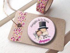 Mondo Lirondo | Pues así de cuquis han quedado las chapas para los invitados a la boda de Paco y Lucía. En chapa o imán para la nevera