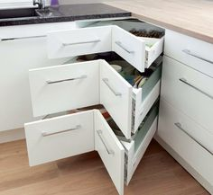 Smart storage for corners