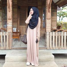 Hijab Gown, Hijab Style Dress, Casual Hijab Outfit, Hijab Chic, Ootd Hijab, Beautiful Hijab Girl, Beautiful Muslim Women, Niqab, Muslim Wedding Dresses