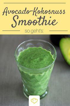 Dieser grüne Smoothie mit milder Kokosnuss, cremiger Avocado und frischer Joghurt ist nicht nur gesund sondern auch unheimlich lecker!