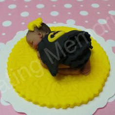 Green Superhero Baby Cake Topper Made of Vanilla Fondant Ready to be the center of attention on your cake. For Baby Shower, Birthdays Green Superhero, Superhero Party, Batman Party, Batman Girl, Baby Batman, Satin Ice Fondant, Fondant Baby, Baby Cake Topper, Fondant Cake Toppers